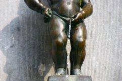 Manneken Pis statue in Brussels, Belgium (@kmtwanderlust photo/May 6, 2011)